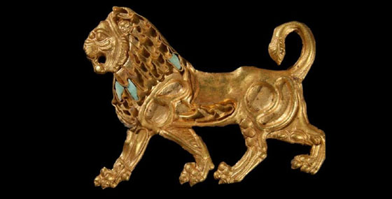 Gold plate in lion form
